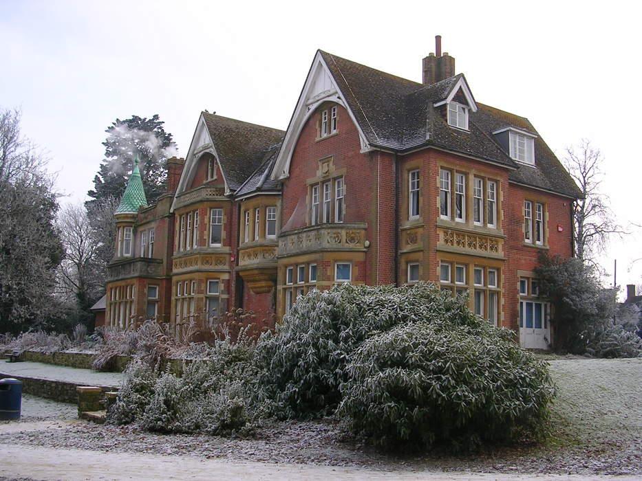 Crawley: Town & borough in England