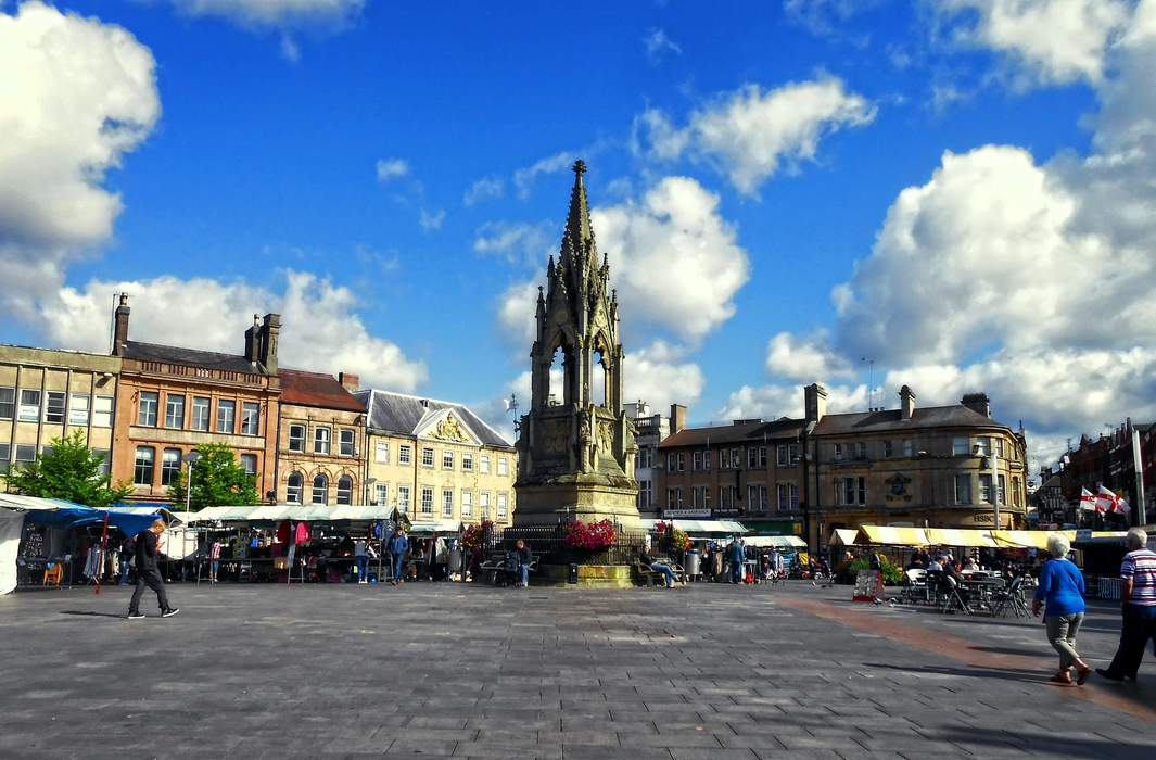Mansfield: Market town in Nottinghamshire, England